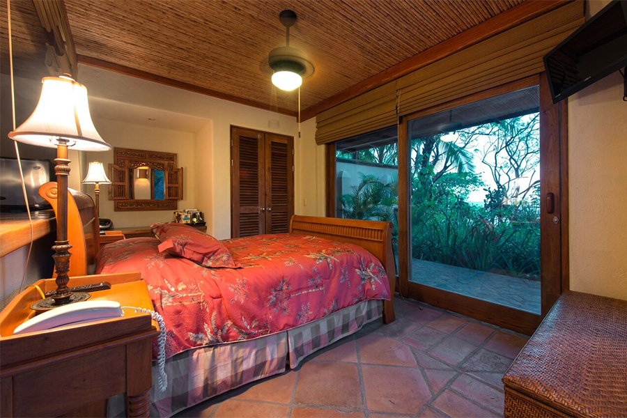 Where to stay in costa rica to make the most of this for Luxury villa costa rica